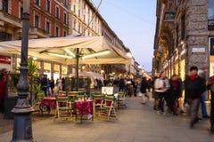 Quadrat Largo Cairoli und Straße über Dante in Mailand stockbilder
