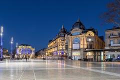 Quadrat Place de la Comedie an der Dämmerung, Montpellier, Frankreich lizenzfreies stockfoto