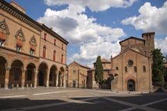Quadrat und Kirche im Bologna Stockfotos