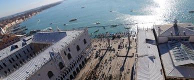 Quadrat Venedigs Italien St Mark und der herzogliche Palast Stockfotografie