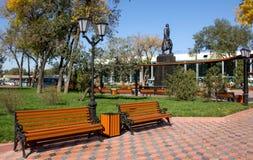 Quadrat vor dem Bahnhof von Almaty stockfotografie