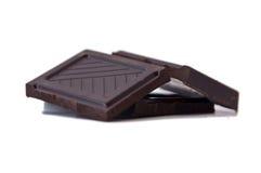 Quadrate der dunklen Schokolade stockfotografie