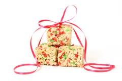Quadrati di Krispie del riso di natale con il nastro Immagini Stock Libere da Diritti