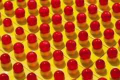 Quadrati gialli e sfere rosse Immagini Stock