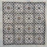 Quadratische Blackwork-Stickerei mit Goldhöhepunkten Lizenzfreies Stockbild