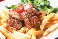 Quadratische Burger mit Pommes-Frites Stockfotografie
