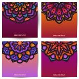 Quadratische Fahnenentwurfsschablone mit der schönen Mandalakunst dekorativ vektor abbildung