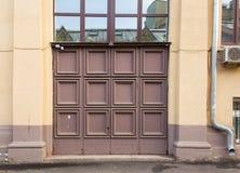 Quadratische Haustür lizenzfreie stockfotografie