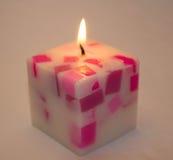 Quadratische Kerze auf einem weißen Hintergrund Lizenzfreie Stockfotografie