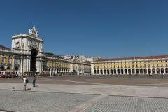 Quadratische Marksteine des Handels in Lissabon, Portugal Stockbild