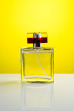 Quadratische Parfümflasche Stockfotografie