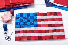 Quadratische Stücke Gewebe vorgewählt und wie eine Flagge von US genäht Stockfotos