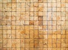 Quadratische Wandbeschaffenheit der hölzernen Blöcke lizenzfreies stockfoto