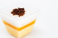 Quadratischer Cup-Nachtisch mit Schokolade Lizenzfreies Stockbild