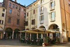 Quadratischer Marktplatz Andrea Mantegna in Mantua, Italien stockfotos
