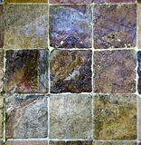 Quadratischer Stein deckt Nahaufnahme mit Ziegeln Stockfotografie