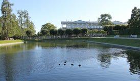 Quadratischer Teich und Cameron Gallery Tsarskoye Selo ist ein ehemaliger russischer Wohnsitz der Kaiserfamilie und des Besuchsad lizenzfreies stockfoto