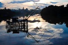 Quadratisches Badnetz im Kanal. Lizenzfreie Stockfotos