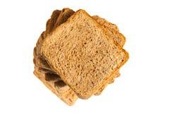 Quadratisches Brot geschnitten getrennt auf Weiß Stockbild