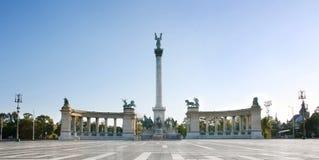 Quadratisches Budapest des Heldes Stockfotos