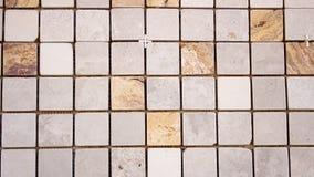 Quadratisches buntes Mosaik des Travertins Stockfotos