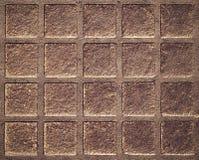 Quadratisches Muster auf der rostigen Eisenluke Lizenzfreie Stockbilder