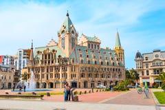 Quadratisches nettes Haus, Brunnen und Leute Europas in Batumi, Stadt von Georgia Lizenzfreie Stockbilder