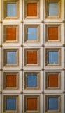 Quadratisches Orange und Blau gemalt auf der Decke Lizenzfreies Stockbild