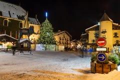 Quadrato centrale illuminato di Megeve sulla notte di Natale Fotografia Stock Libera da Diritti