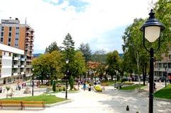 Quadrato centrale in Raska, città della Serbia sudoccidentale immagini stock