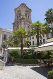 Quadrato con la torre della cattedrale di Granada, Spagna Fotografie Stock