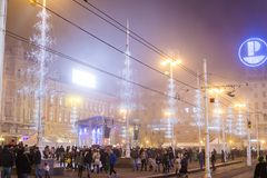 Quadrato decorato con le luci di Natale, Zagabria, Croazia di Ban Jelacic fotografia stock libera da diritti