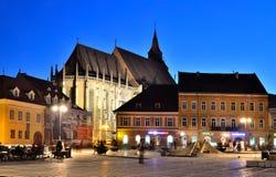 Quadrato del Consiglio di Brasov e chiesa nera, Romania Immagini Stock