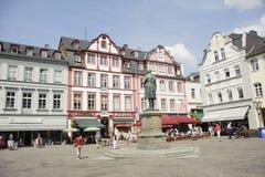 Quadrato del mercato della città immagini stock