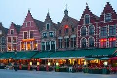 Quadrato del mercato di sera a Bruges Fotografia Stock Libera da Diritti