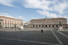 Quadrato del plebiscito con il palazzo reale ed il palazzo della campania Italia Europa di Napoli della prefettura Fotografia Stock Libera da Diritti