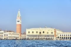Quadrato del ` s di St Mark a Venezia Quadrato del ` s di St Mark nella vista di Venezia dall'acqua Venezia, Italia fotografie stock libere da diritti
