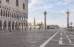 Quadrato del San Marco in primo mattino Fotografie Stock Libere da Diritti