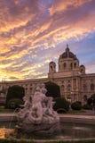Quadrato della Maria Theresa a Vienna Museo di storia naturale a Vienna Art History Museum a Vienna e la fontana Tritone e Naia fotografia stock libera da diritti