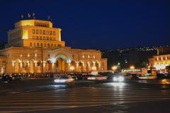 Quadrato della Repubblica a Yerevan con il riposo della gente Fotografia Stock
