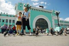 Quadrato della stazione ferroviaria di Novosibirsk Fotografie Stock