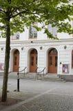 Quadrato della Svezia Kalmar con il teatro e l'albero Immagini Stock Libere da Diritti