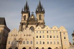 Quadrato di Città Vecchia con la chiesa della nostra signora prima di Tyn, Praga Fotografia Stock Libera da Diritti