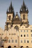 Quadrato di Città Vecchia con la chiesa della nostra signora prima di Tyn, Praga Fotografie Stock