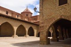 Quadrato di Cristo Rey, Cantavieja, capitale di Alto Maestrazgo, Terue immagine stock libera da diritti