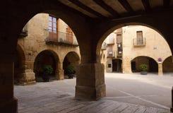 Quadrato di Esglesia in Horta de Sant Joan, Terra Alta, prov di Tarragona Fotografia Stock