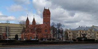 Quadrato di indipendenza, chiesa dei san Simon e Helen, Camera del Parlamento immagini stock