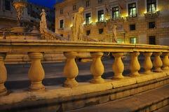Quadrato di liberta della piazza di Palermo di notte La Sicilia, Italia Fotografia Stock Libera da Diritti