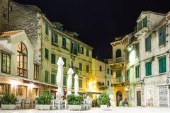 Quadrato di Marulic alla notte spaccatura La Croazia immagini stock
