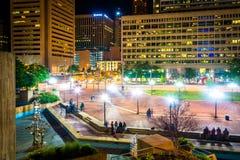 Quadrato di McKeldin alla notte a Baltimora del centro, Maryland fotografia stock
